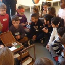 Visite de l'exposition de Gareth Moore par la classe de CP-CE1 de Maryline Pertué de l'école Léon Grimault. Novembre 2014